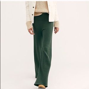 29 30 27 28 NWT FREE PEOPLE Women/'s Jewel Green Oxanna Velvet Flare Pants 26